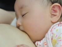ネットの「 母乳売買 」は危険?薬の副作用で母乳が出る人も…