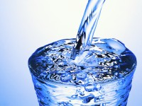 飲料水を備蓄している? 一人当たりに必要な量は…