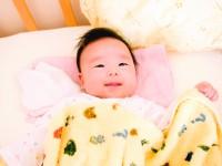 生まれたばかりで赤ちゃんは笑う?笑わないと問題あり?