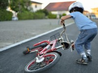 自転車に乗る子供に絶対に教えておきたいこと:事故時の対応マニュアル