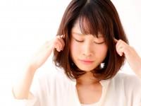 """「こめかみからくる頭痛」は""""右""""と""""左""""で原因が違う?"""