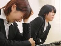 お腹が痛くて頭痛も起こる「生理と頭痛」の関係は?