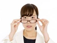 メガネをすると、もっと目が悪くなるってホント?