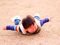 子どもがよく転ぶ!原因はあるの?