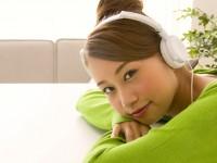 イヤホンとヘッドホン、耳への影響で選ぶなら?