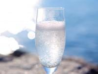 飲料、お風呂、化粧品…カラダに与える「炭酸の効果」
