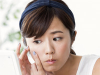 顔の赤みや痒みの原因に。「脂漏性皮膚炎」「酒さ」、 症状が似た2つの皮膚炎
