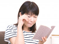 笑うより泣く方がストレス解消に? 「涙活」の効果とは