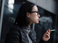 喫煙女性は老け顔に? 「スモーカーズフェイス」とは