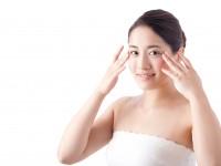 アラサー女子必見! 顔の「しわ」や「たるみ」を解消する効果的なリフトマッサージの仕方とは